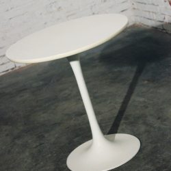 Mid-Century Modern Saarinen-Style Tall Tulip End, Side or Lamp Table
