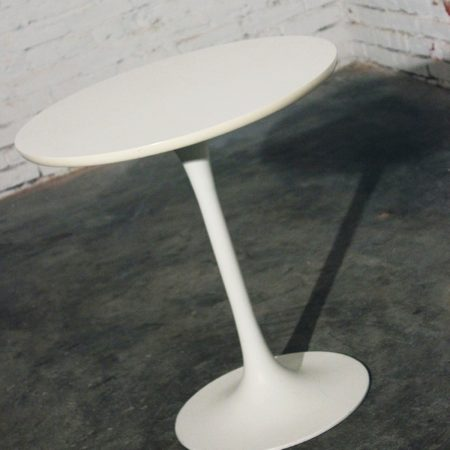 Mid-Century Modern Saarinen-Style Tall Tulip End, Side or Lamp Table