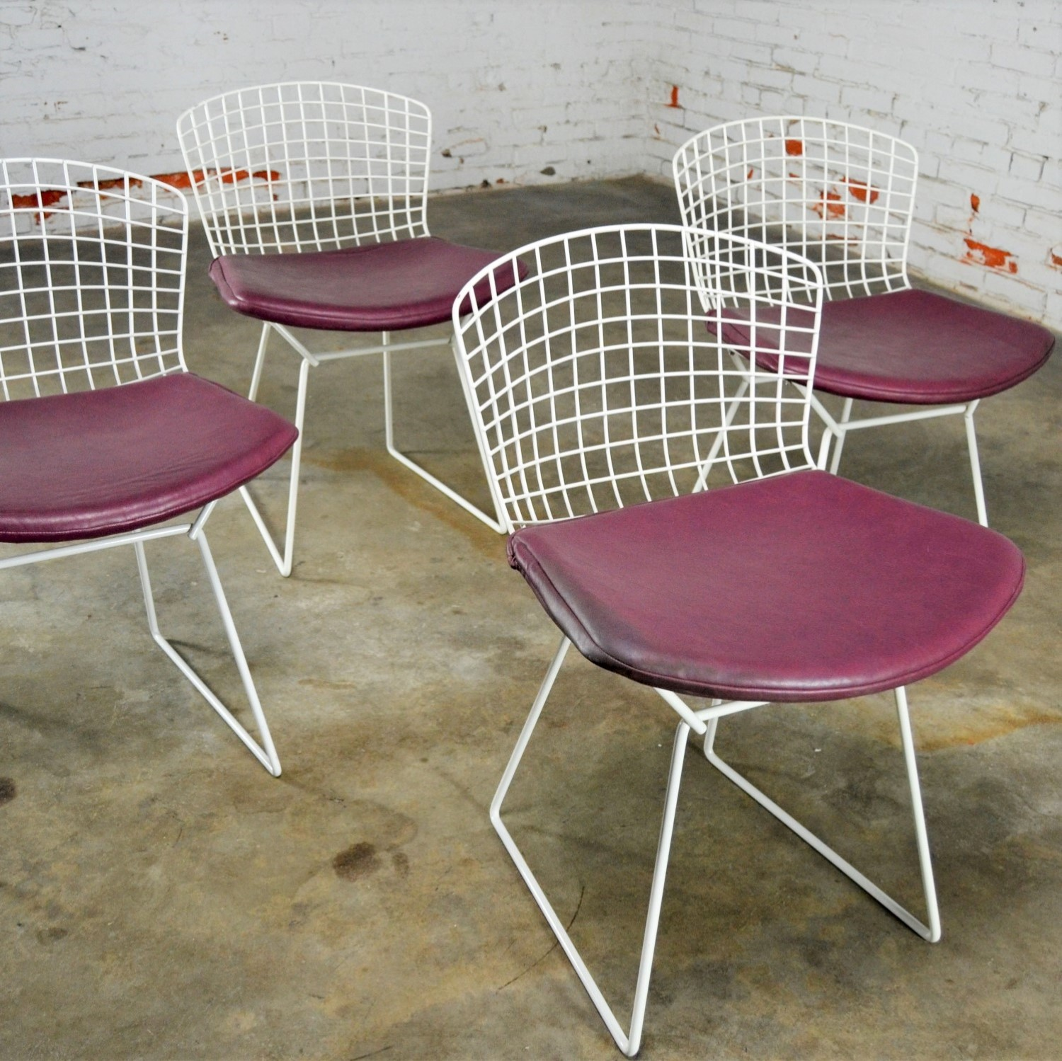 Picture of: Vintage Mid Century Modern Bertoia White Wire Side Chairs W Purple Seat Cushions Warehouse 414