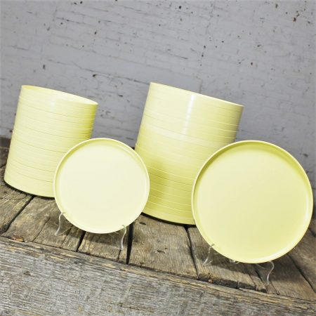 Massimo Vignelli for Heller Dinnerware 20 Large Plates and 20 Small Plates Light Yellow
