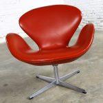 Vintage Mid-Century Modern Swan Chair by Arne Jacobsen for Fritz Hansen