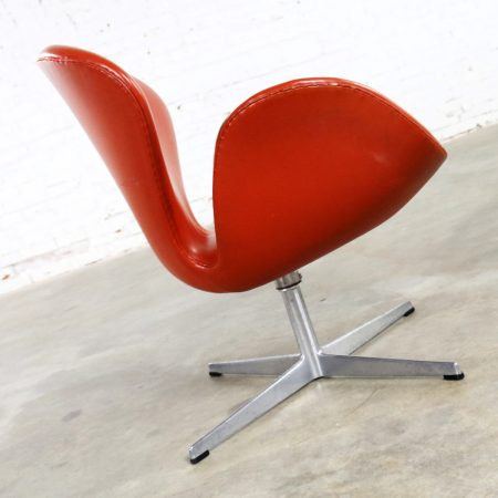Vintage Mid-Century Modern Swan Chair by Arne Jacobsen for Fritz Hansen