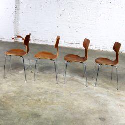 Arne Jacobsen for Fritz Hansen Model 3103 Hammer T Chairs Set of Four