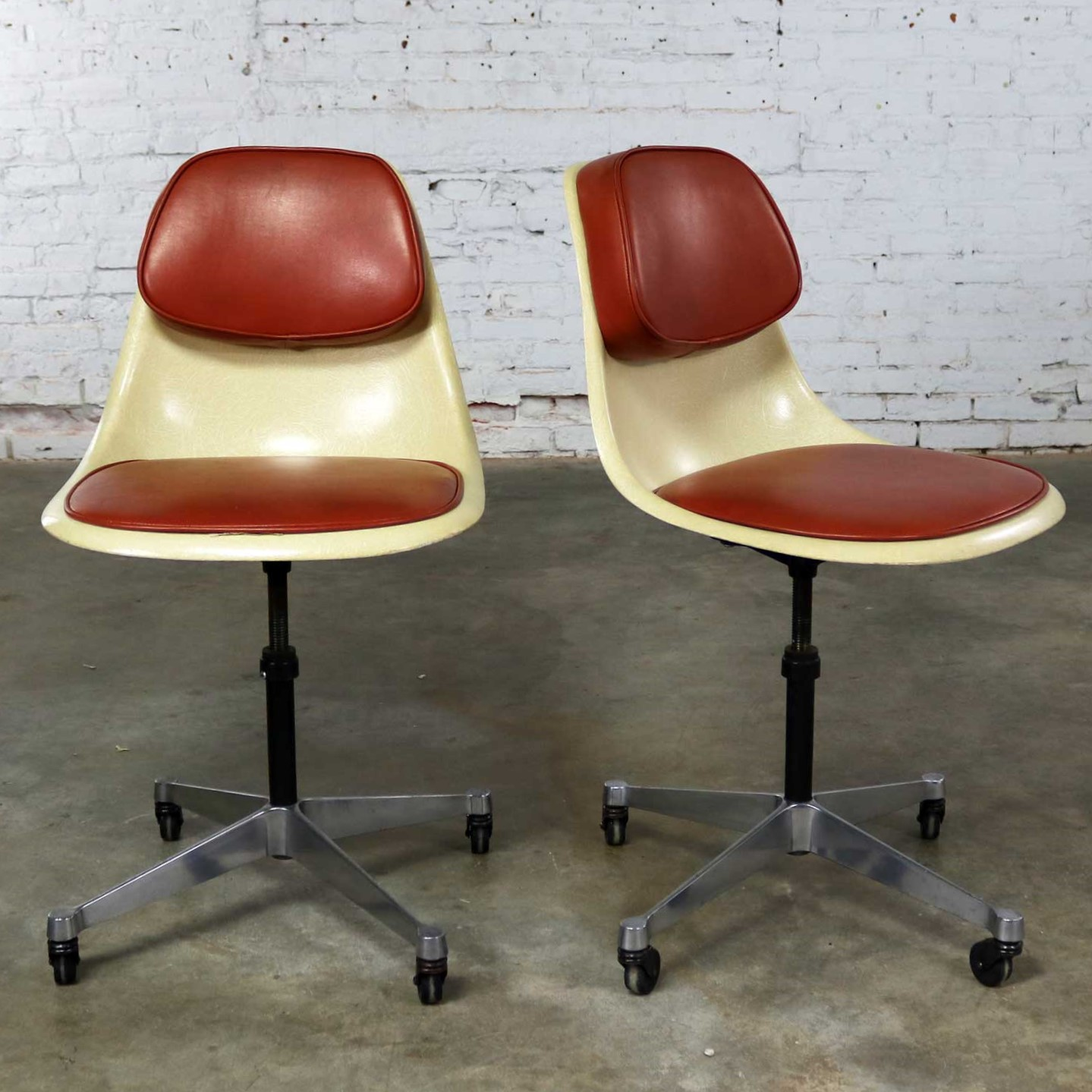 Eames Herman Miller PSCC-A-4 Pivoting Task Shell Chair