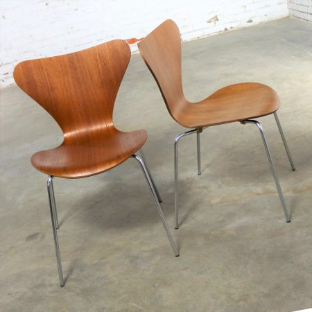 Series 7 Chairs by Arne Jacobsen for Fritz Hansen Vintage MCM Molded Teak a Pair