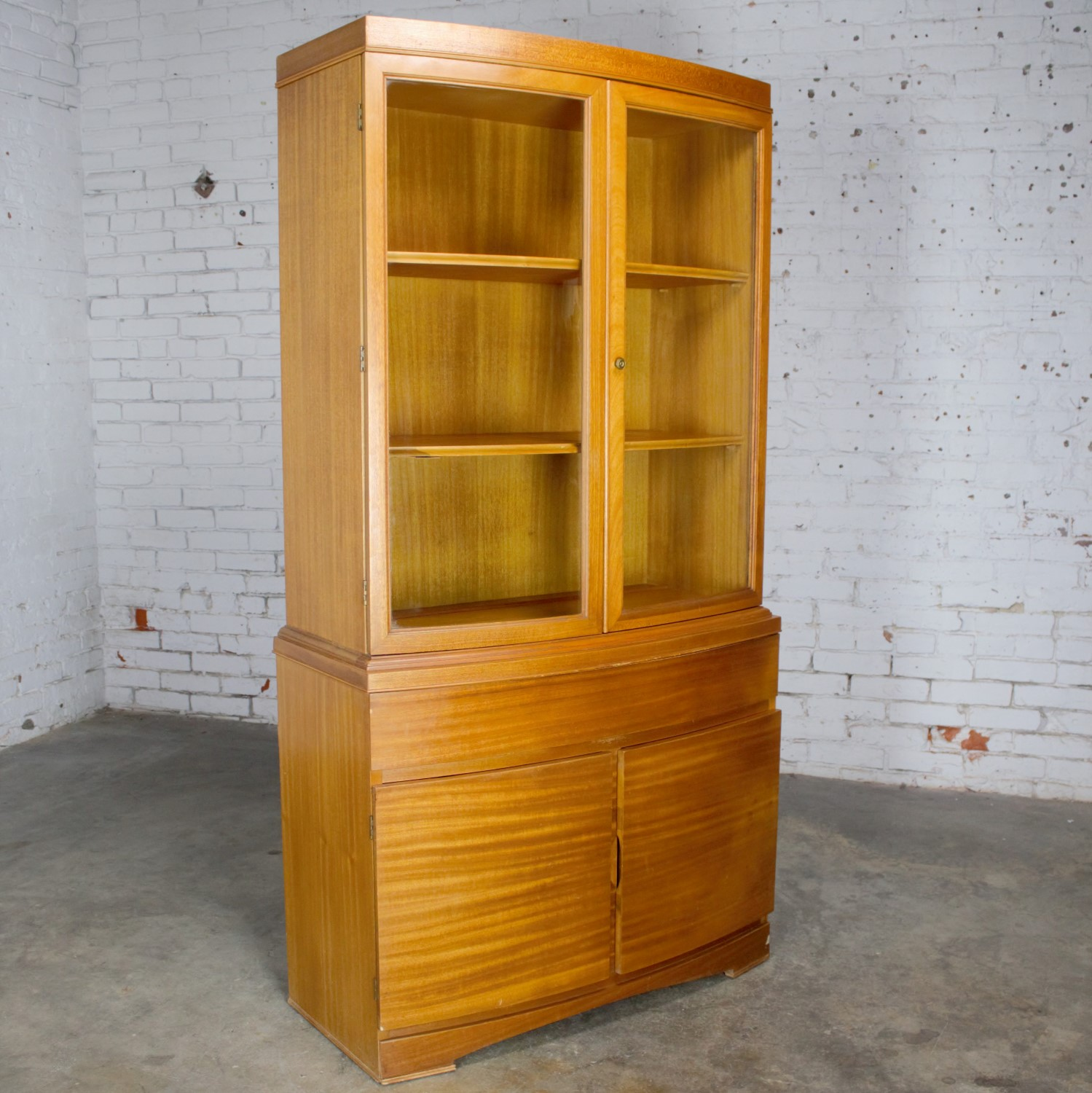 Picture of: Vintage Mid Century Modern Mahogany Small China Hutch Cabinet Warehouse 414