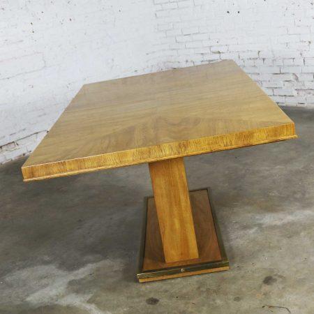 Modern Pedestal Dining Table w/ Brass Trim Attributed to Bernhardt Hibriten Flair Division