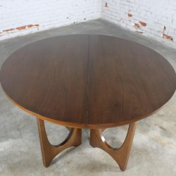 Mid-Century Modern Broyhill Brasilia 6140-45 Round Pedestal Base Dining Table