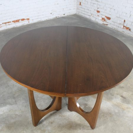 Mid-Century Modern Broyhill Brasilia 6140-45 Round Pedestal Base Dining Table