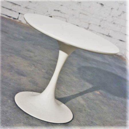 Mid-Century Modern Saarinen-Style Tulip Side Table