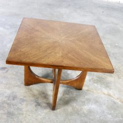 Walnut Mid Century Modern Square Side Table Lamp Table 6150-05 by Broyhill Brasilia