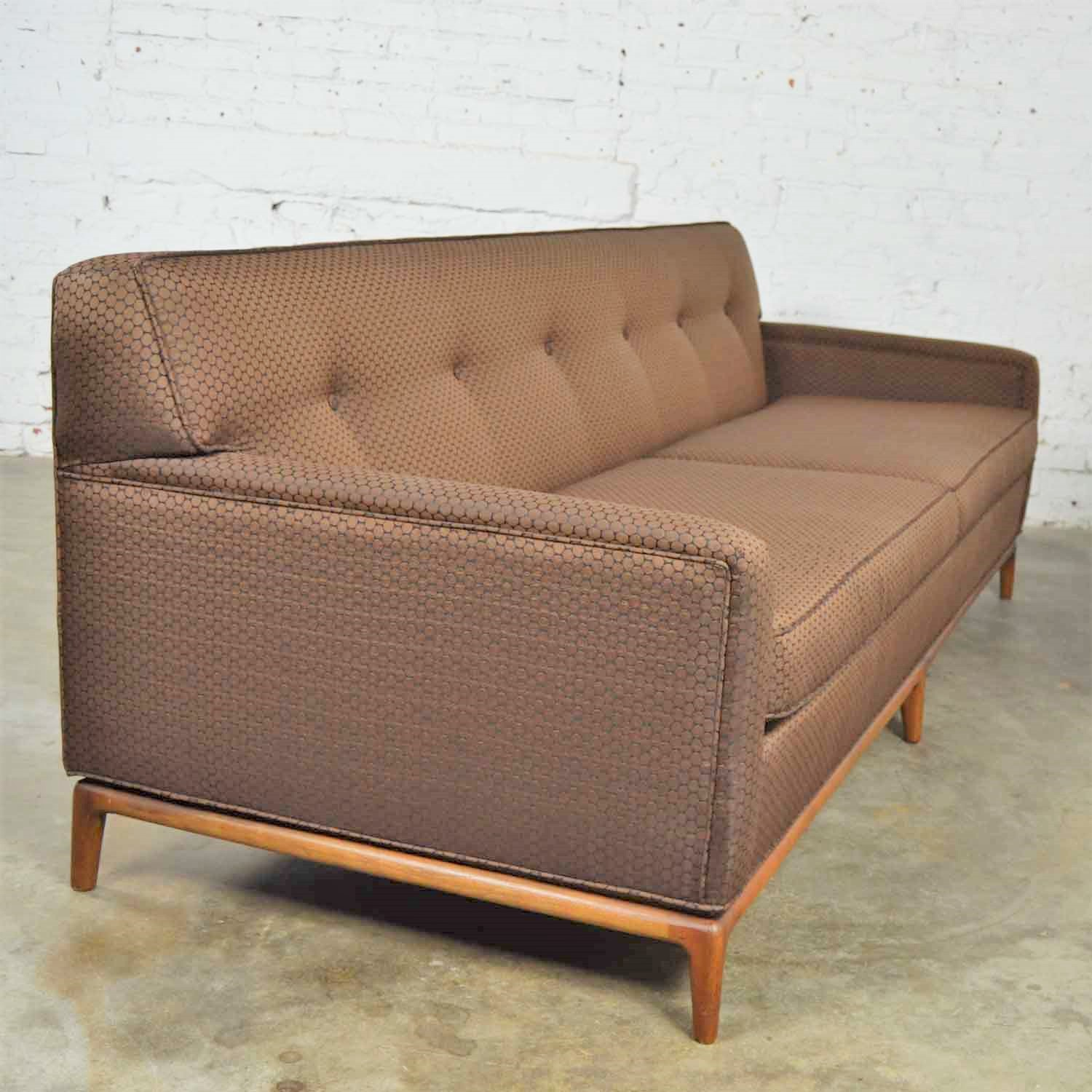 Swell Mid Century Modern Tufted Tight Back Tuxedo Sofa On Walnut Creativecarmelina Interior Chair Design Creativecarmelinacom
