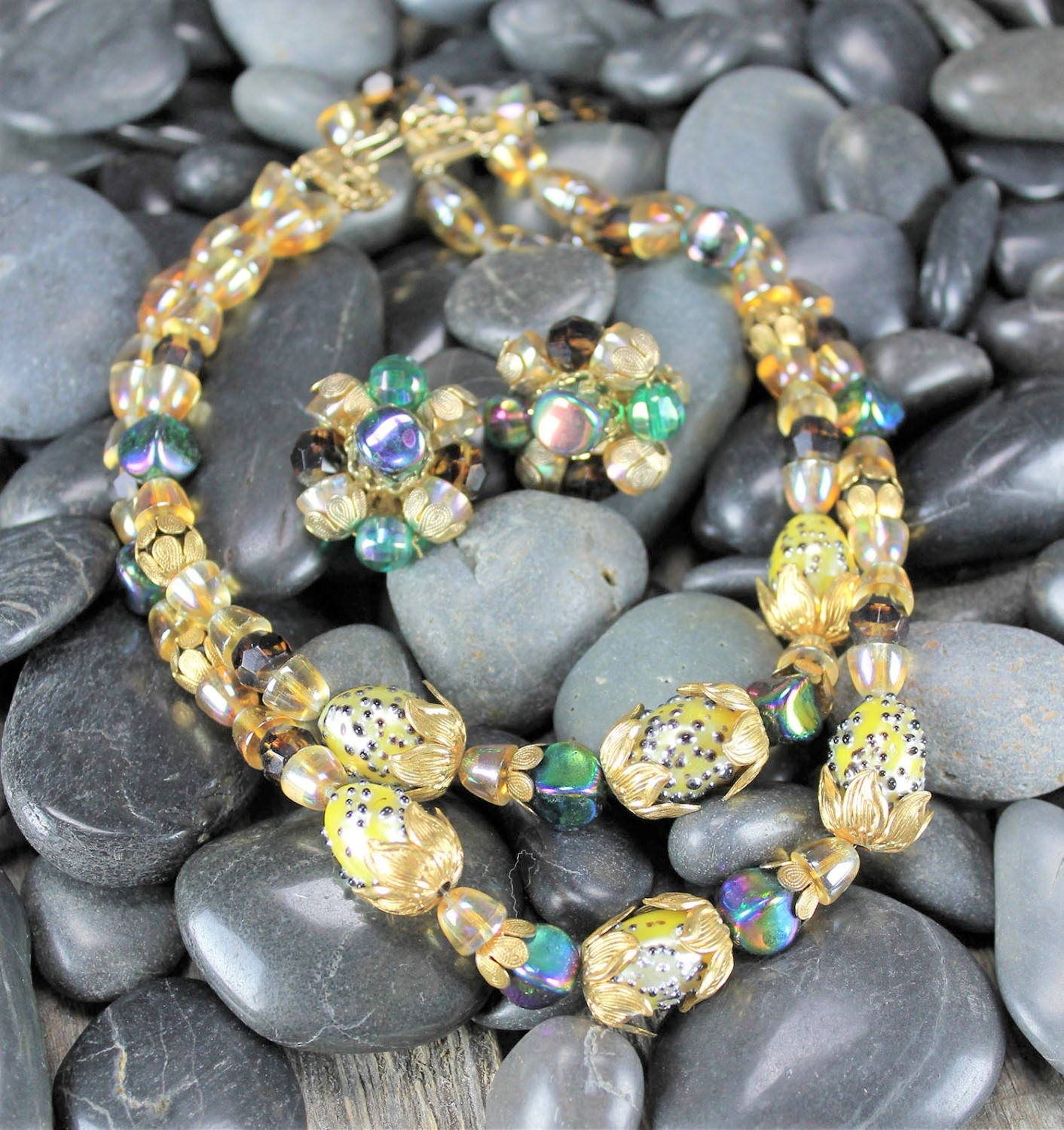 Beautiful Glass Bead Beaded Bracelet Gold Antique Gold Accents Different Styles /& Color