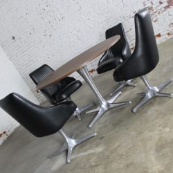 Mid-Century Modern Chromcraft Decorables 1967 Selection Round Dinette Table and Four Chairs