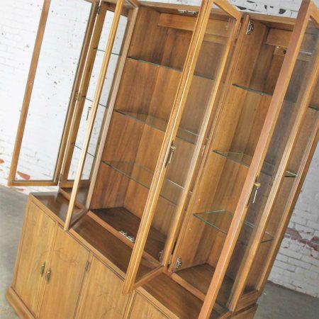 Davis Cabinet Company Lighted Display Cabinet China Hutch Vintage Mid Century Modern