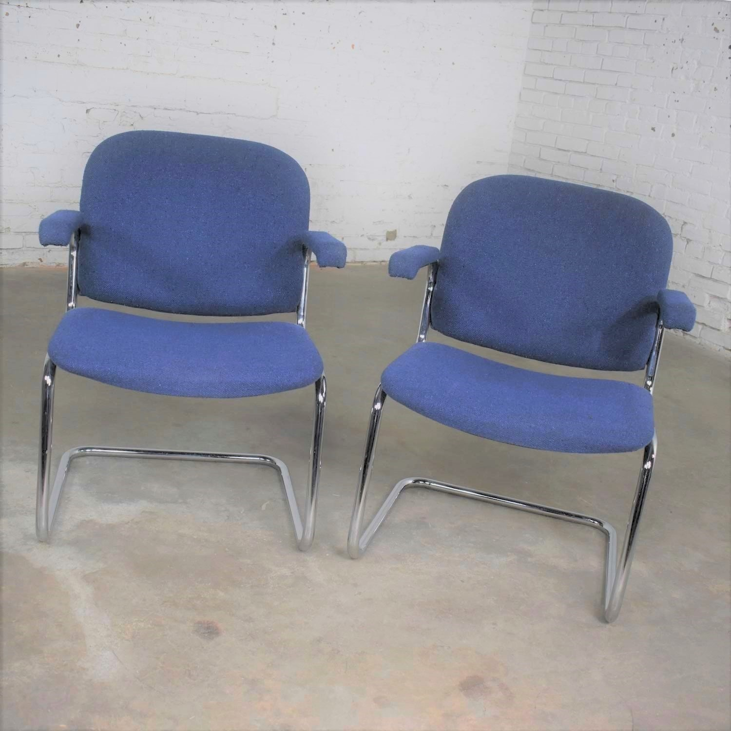 Vintage Lounge Stoel.Vintage Tubular Chrome And Blue Fabric Cantilever Lounge Chair