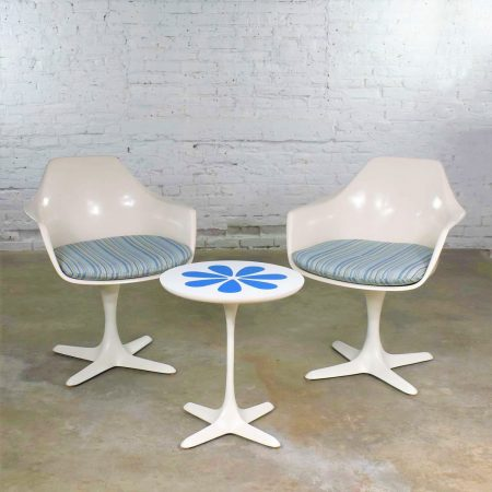 Set Burke Tulip Style Swivel Chairs & Side Table w/ Mod Flower Petal Design Blue & White