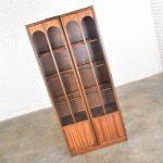 Keller Furniture MCM Lighted Display Cabinet Bookcase Style of Broyhill Brasilia & Kent Coffey