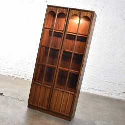 Keller Furniture MCM Lighted Display Cabinet Bookcase Style of Broyhill Brasilia & Kent Coffey