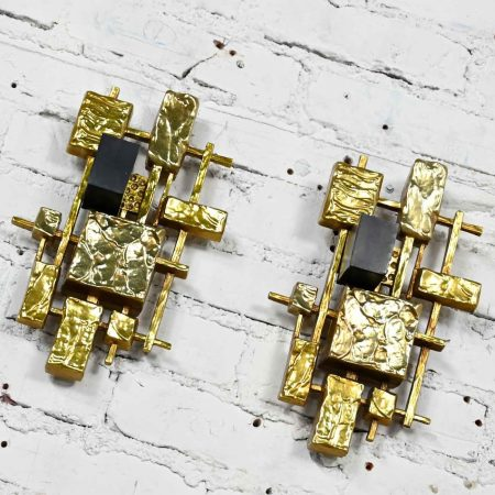 Mid-Century Modern Brutalist Plastic Wall Sconces Model #4050 by Dart Industries, a Pair