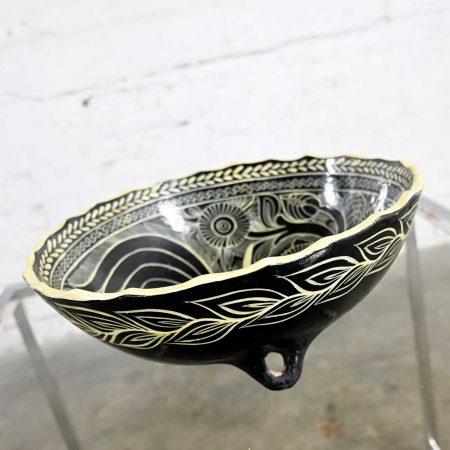 Vintage Mexican Pottery Black & White Fantasia Design Tri-Leg Fluted Bowl