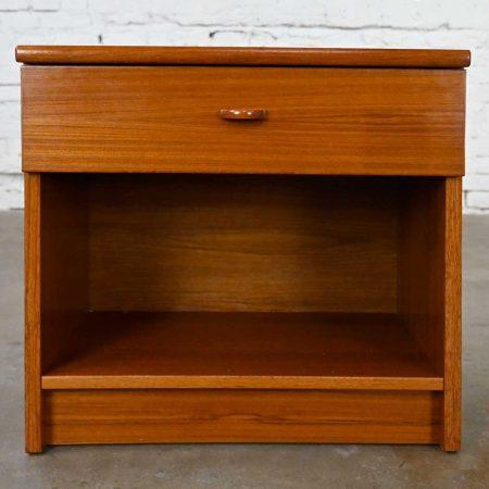 Scandinavian Modern Teak Nightstand End Table Cabinet with Drawer by FBJ Mobler